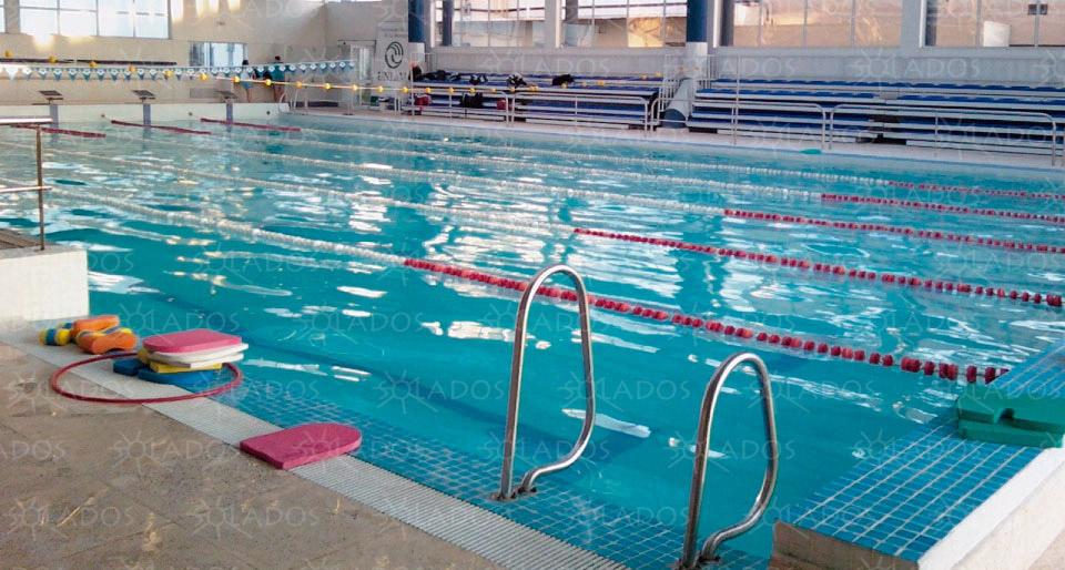 Cuantos litros tiene una piscina olimpica cool affordable for Cuantos litros de agua caben en una piscina